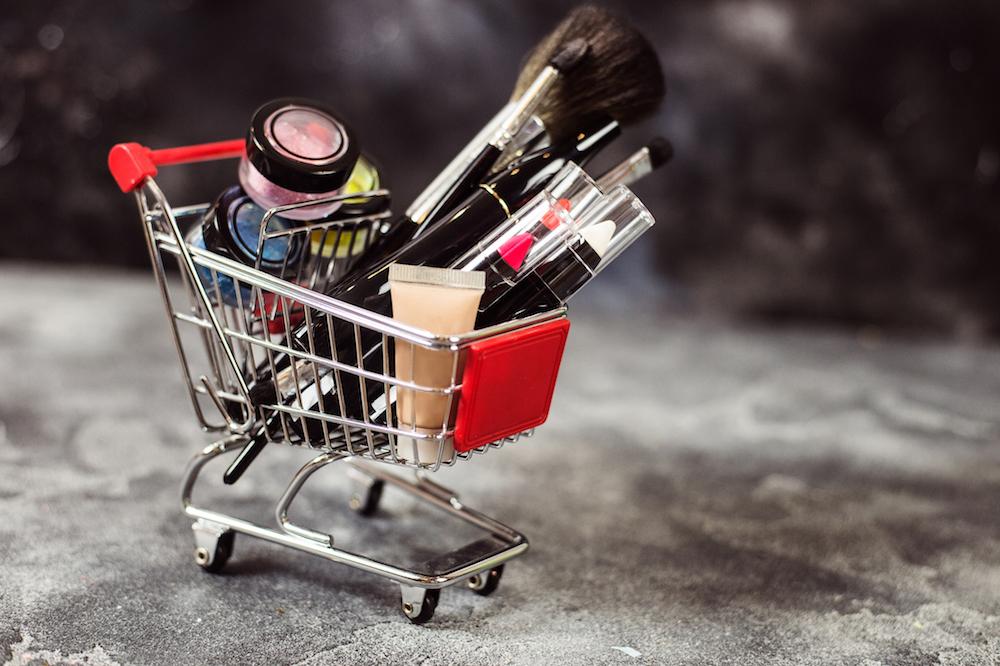 Hintaoppaan tutkimus:  Kosmetiikka on halvempaa netissä kuin taxfreessa